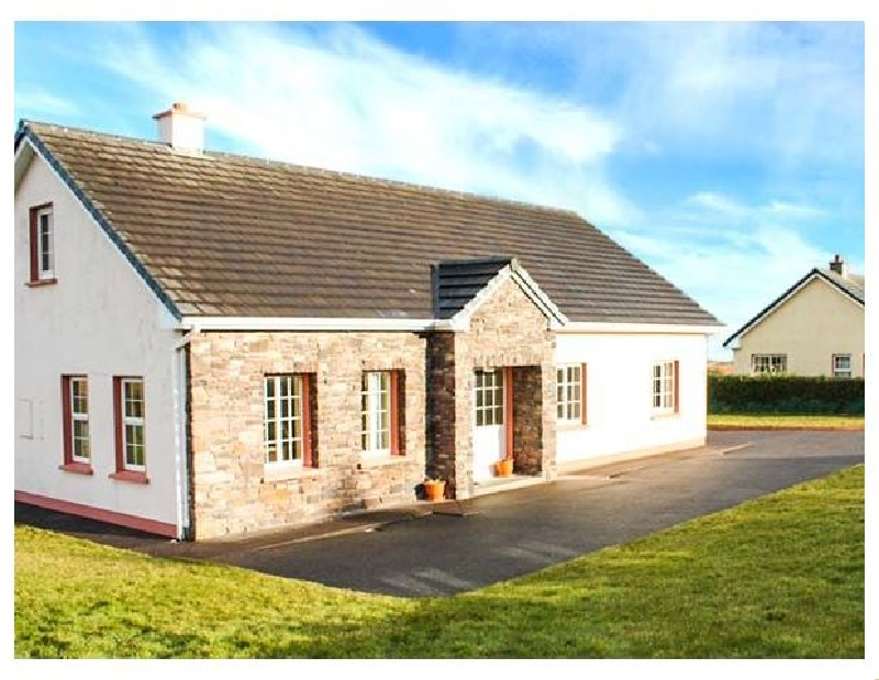 Fuchsia Lodge a british holiday cottage for 12 in ,